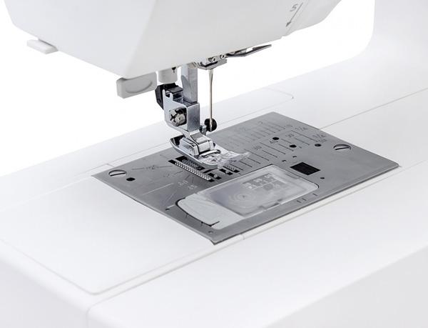 Швейная машинка Janome 740DC