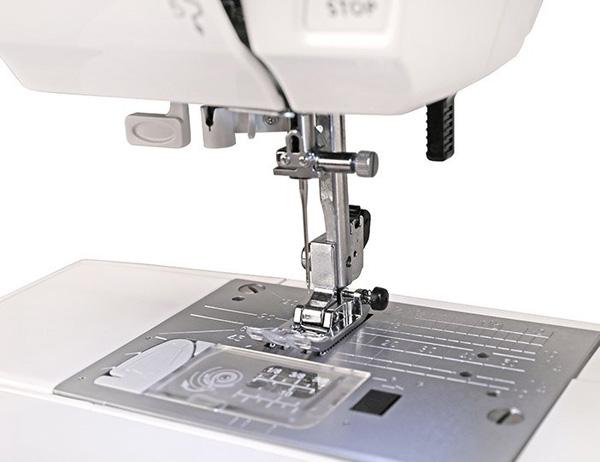 Швейная машинка Janome Clio 200
