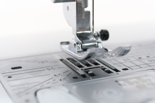 Швейная машинка Janome Skyline S5